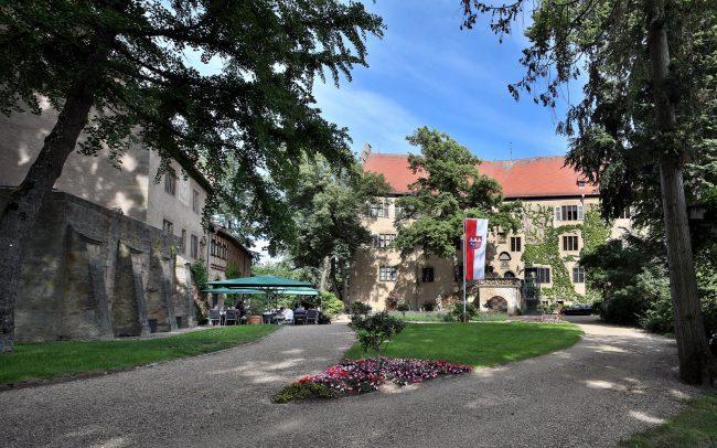 Graf Karl und seine Kunstsammlung in Schloss Aschach Foto